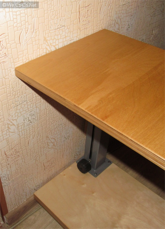 Столик совместим с современными плинтусами.