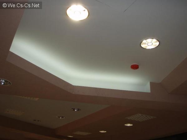 белая LED подсветка контура потолка